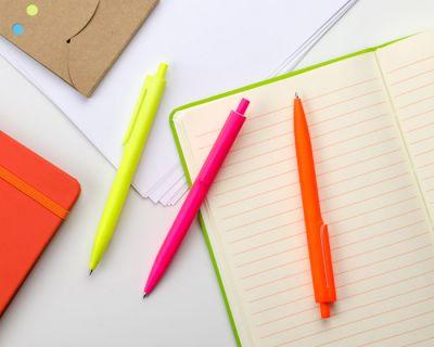 Penna a scatto in plastica BASIC